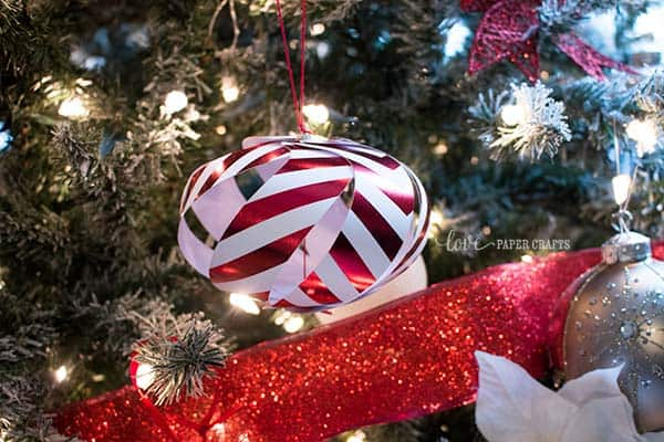Template for making these adorable Christmas #ornaments from #paper | LovePaperCrafts.com